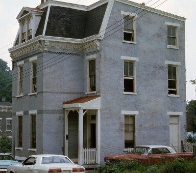 2209 Calumet Street