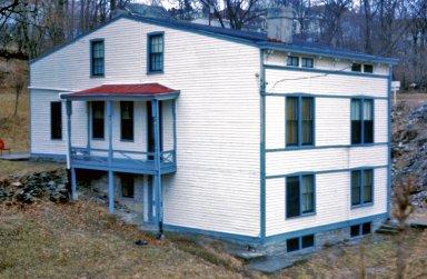 1050-1060 Wells Street