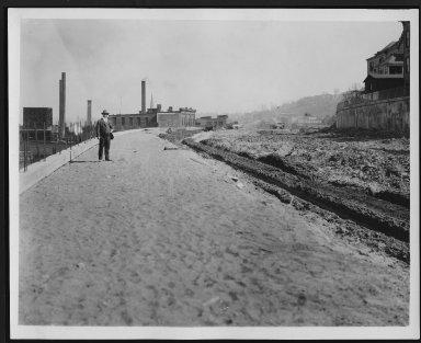 Rapid Transit Photographs -- Box 12, Folder 58 (May 4, 1928 - May 7, 1928) -- print, 1928-05-04, 9:39 A.M.