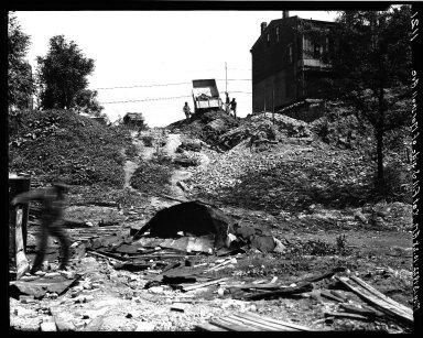 Rapid Transit Photographs -- Box 17, Folder 10 (May 13, 1922 - May 19, 1922) -- negative, 1922-05-13, 10:28 A.M.