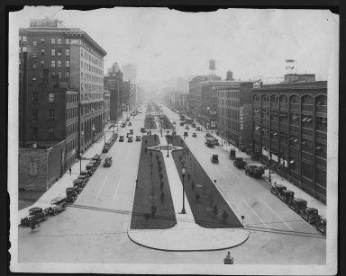 Miscellaneous Photographs -- Box 53, Folder 13 (Central Parkway) -- print, 1929