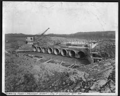 Miscellaneous Photographs -- Box 53, Folder 25 (Lunken Airport - April 29, 1929 - October 4, 1929) -- print, 1929-04-01