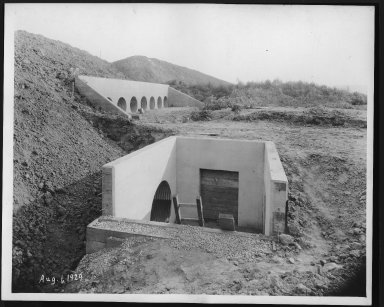 Miscellaneous Photographs -- Box 53, Folder 25 (Lunken Airport - April 29, 1929 - October 4, 1929) -- print, 1929-08-01
