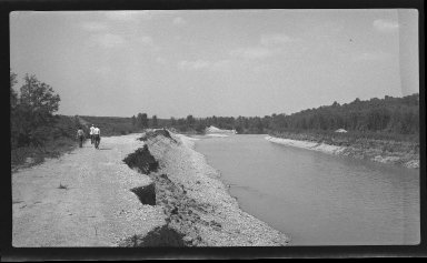 Miscellaneous Photographs -- Box 54, Folder 23 (Little Miami River Spur Dikes & Training Walls) -- negative, 1941-06-01