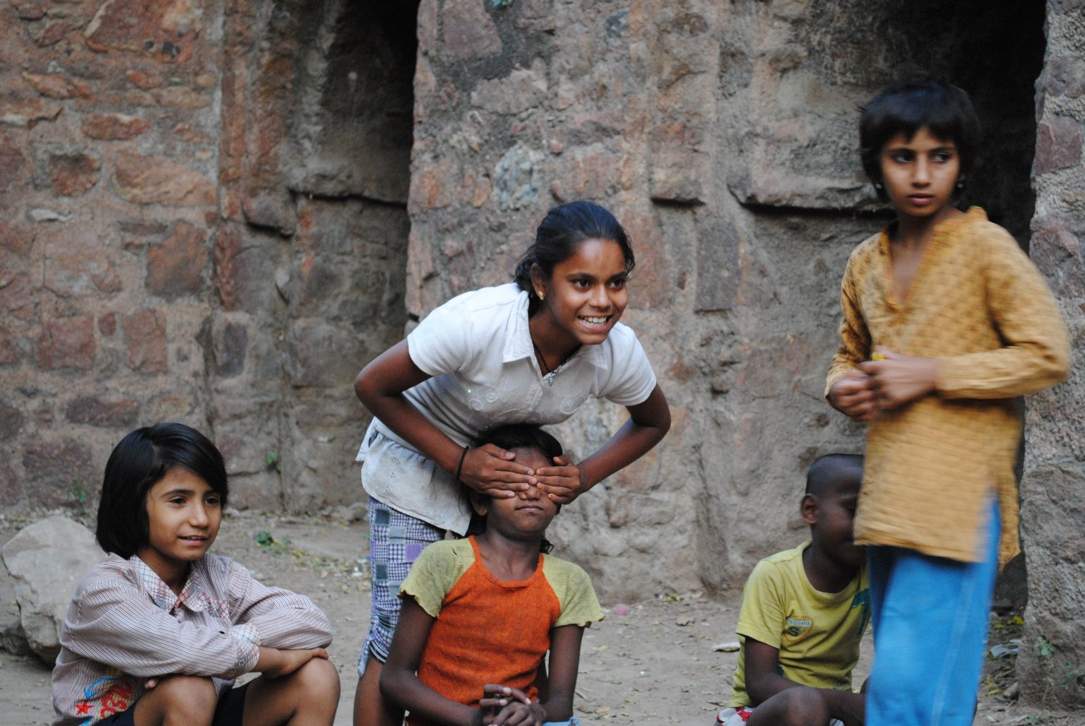 CHILDREN PLAY IN INDIA