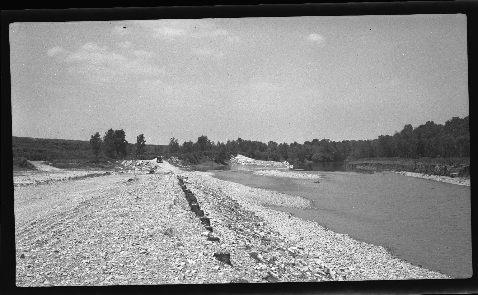 Miscellaneous Photographs -- Box 54, Folder 23 (Little Miami River Spur Dikes & Training Walls) -- negative, 1941-06-01